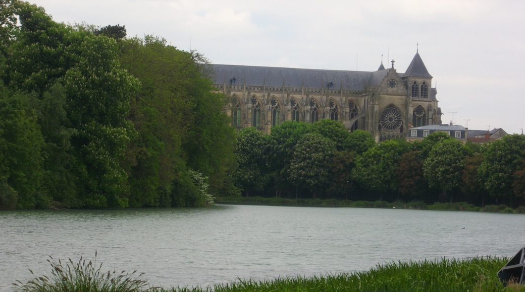 """Photo """"Chalons-en-Champagne"""" by Fab5669 (CC BY-SA) / Cropped from original"""