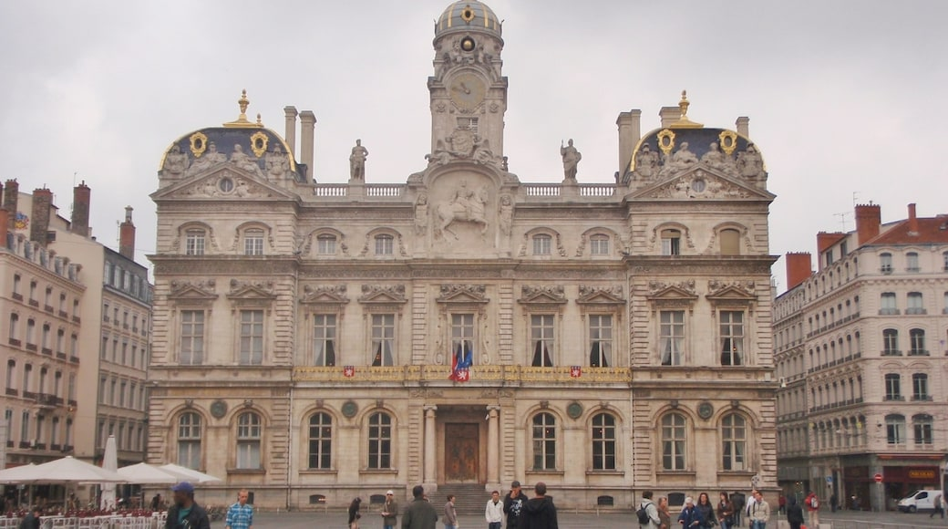 """Foto """"Kathedrale von Vienne"""" von Peter Broster (CC BY)/zugeschnittenes Original"""
