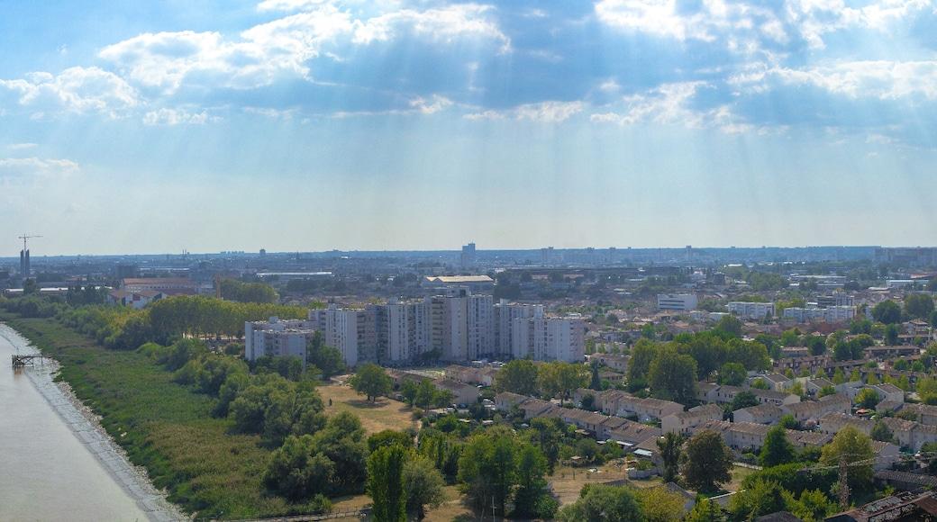 «Lormont», photo de Grand Parc - Bordeaux, France (CC BY) / rognée de l'originale