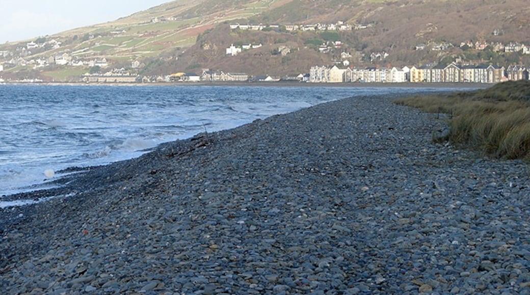 "Foto ""Fairbourne Beach"" von OLU (CC BY-SA)/zugeschnittenes Original"