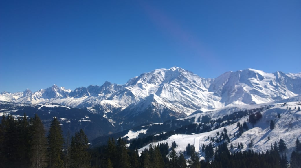 """Photo """"Saint-Gervais Ski Resort"""" by 4net (CC BY) / Cropped from original"""
