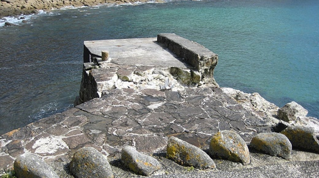 """Photo """"Lamorna Cove"""" by Pauline Eccles (CC BY-SA) / Cropped from original"""