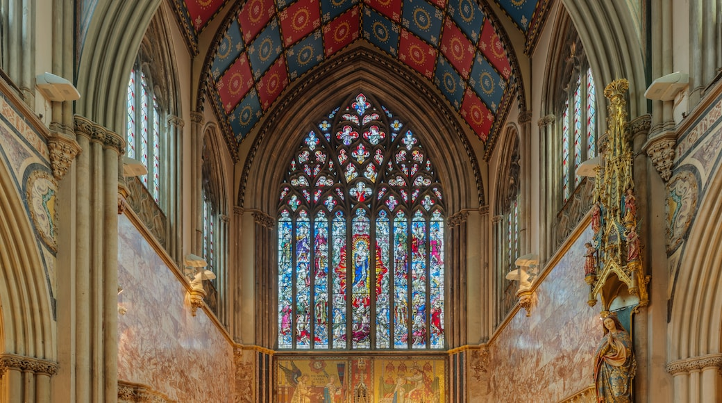 """Photo """"Carlisle Cathedral"""" by Diliff (CC BY-SA) / Cropped from original"""