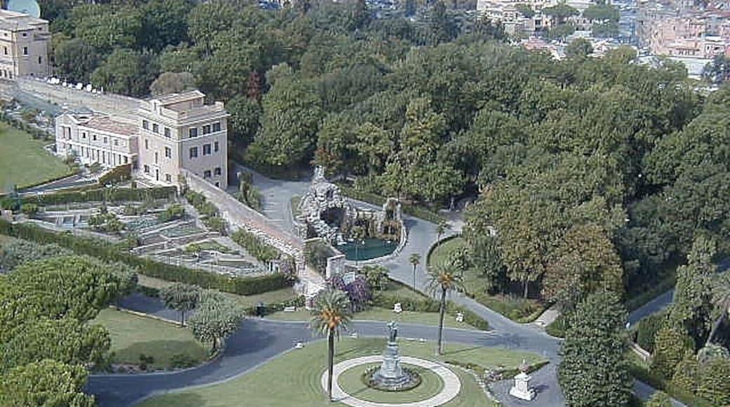 Bildet «Vatikanstatens guvernørpalass» tatt av Federico Mata (CC BY) / originalbilde beskjært