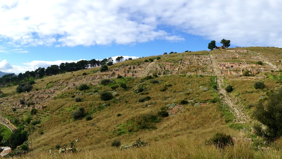 """Photo """"Panorama of Solunto"""" by Codas (Creative Commons Attribution 4.0) / Cropped from original"""