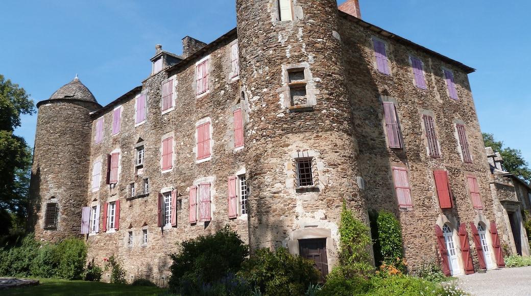 "Photo ""Chateau du Bosc"" by Thérèse Gaigé (CC BY-SA) / Cropped from original"
