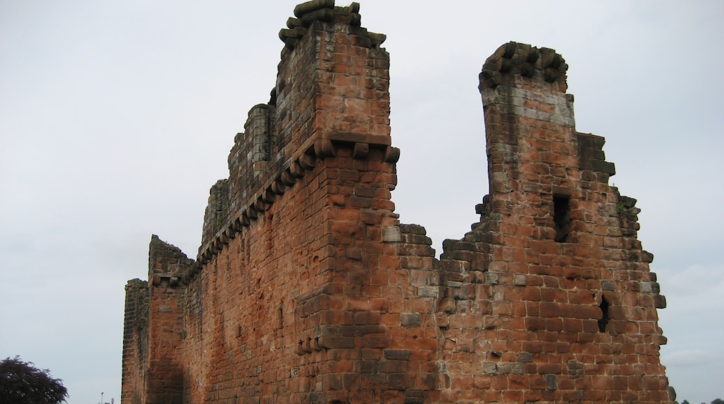 """Photo """"Penrith Castle"""" by Jhsteel (CC BY-SA) / Cropped from original"""