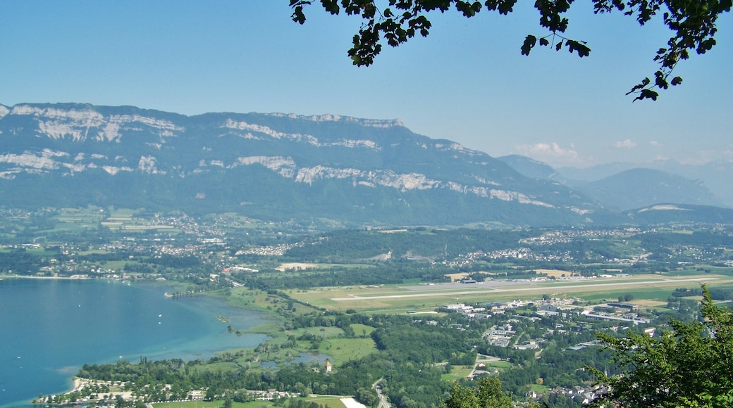 """Photo """"Le Bourget-du-Lac"""" by Florian Pépellin (CC BY-SA) / Cropped from original"""