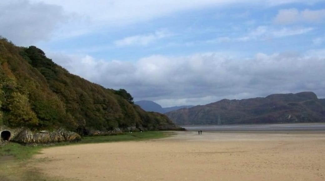 """Photo """"Portmeirion Sands"""" by Trish Steel (CC BY-SA) / Cropped from original"""