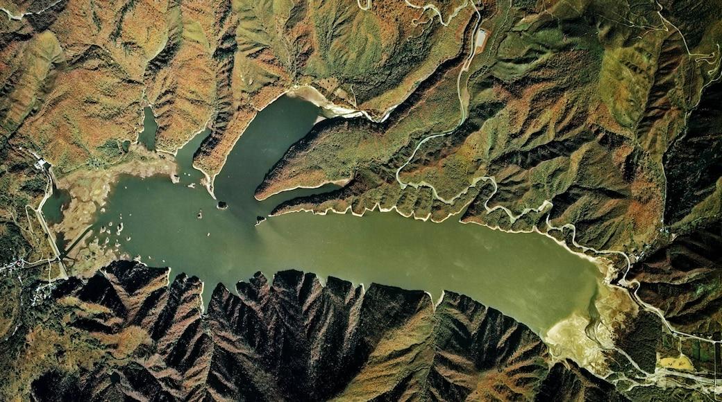Lake Akimoto.