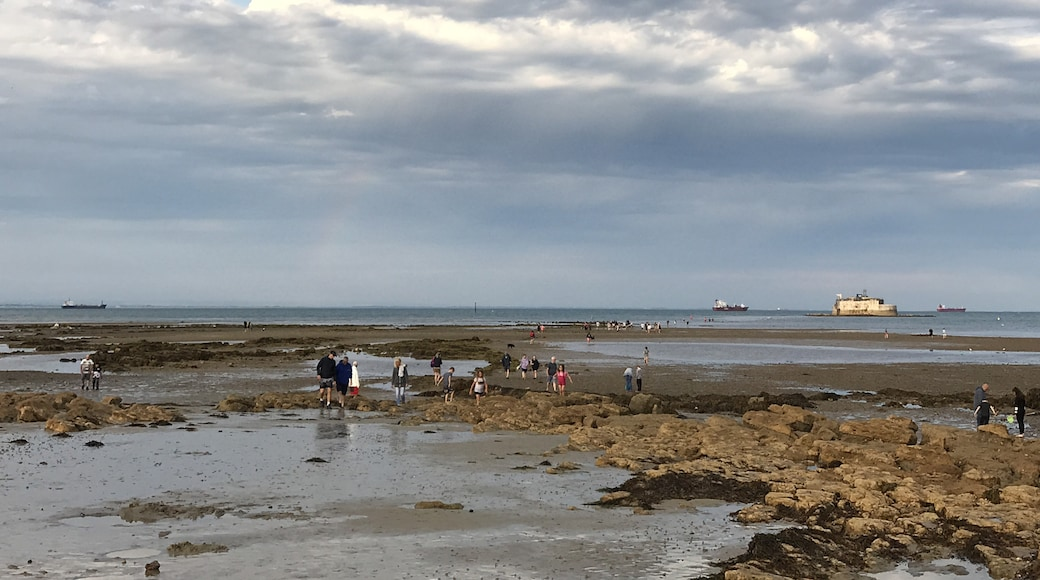 """Photo """"St Helens Beach"""" by Editor5807 (CC BY-SA) / Cropped from original"""