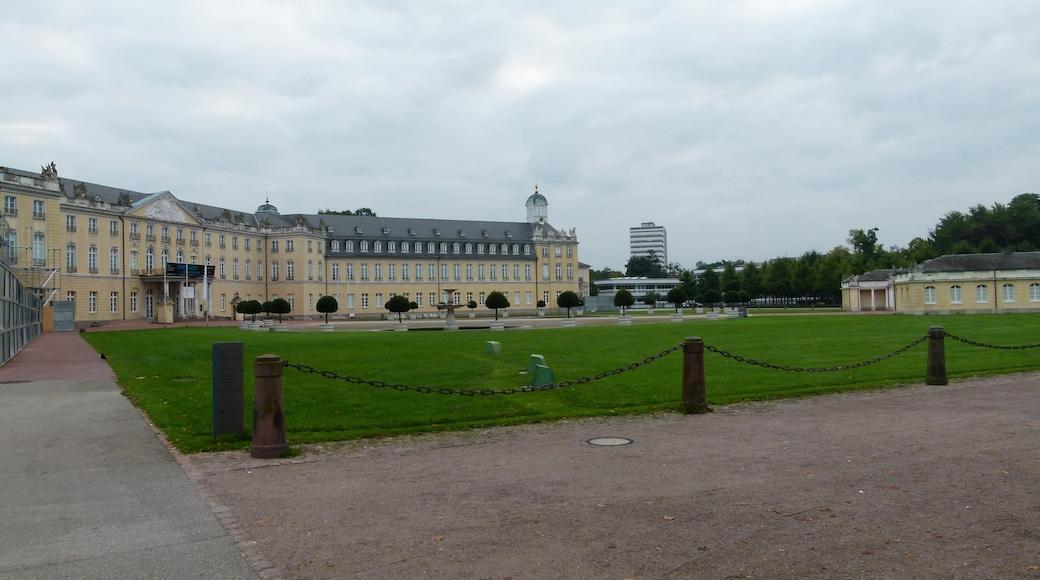 """Foto """"Schloss Karlsruhe"""" von Dr. Bernd Gross (CC BY-SA)/zugeschnittenes Original"""