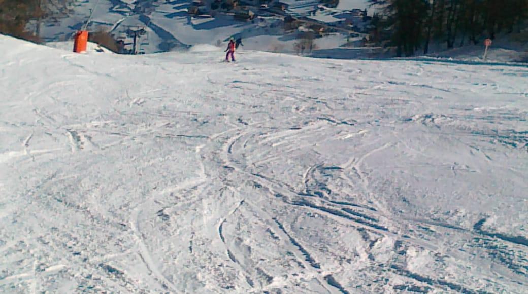 «Vars», photo de Hungarian skier (CC BY) / rognée de l'originale