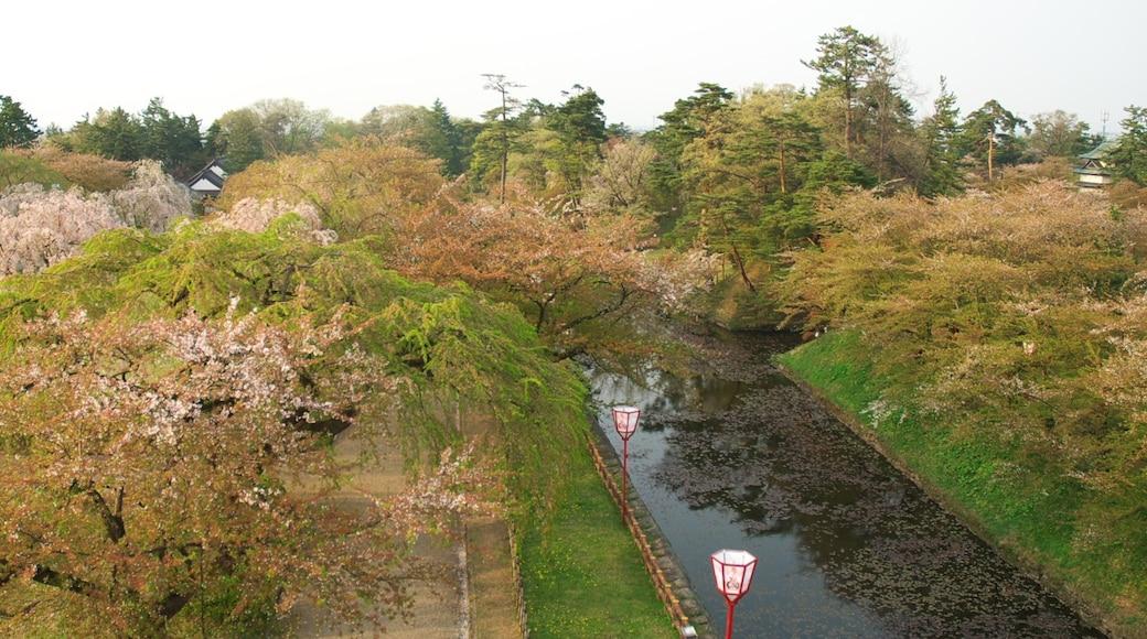 "Photo ""Hirosaki Castle"" by Yamaguchi Yoshiaki (CC BY-SA) / Cropped from original"