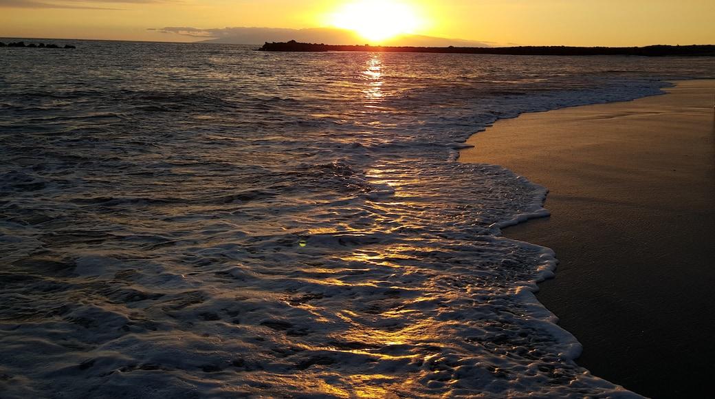 Foto 'Playa El Duque' van Andrey Tenerife (page does not exist) (CC BY-SA) / bijgesneden versie van origineel