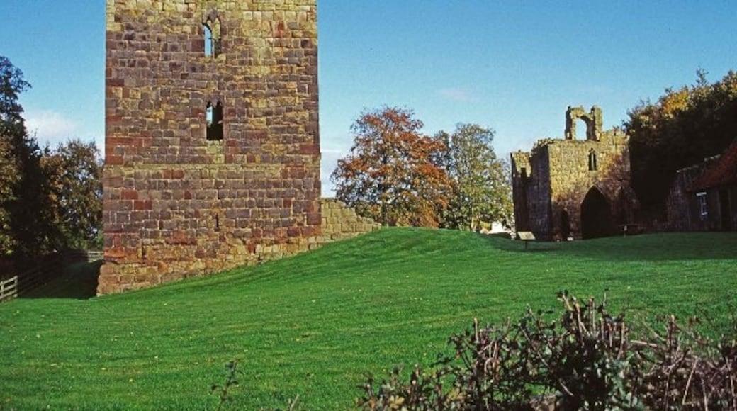 "Photo ""Etal Castle"" by Christine Matthews (CC BY-SA) / Cropped from original"