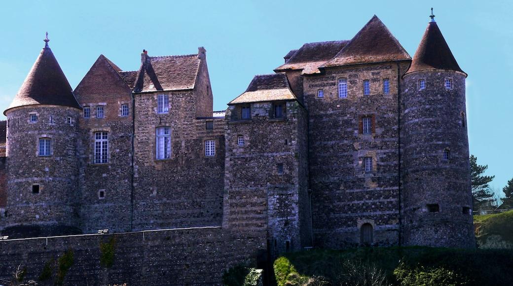 «Château de Dieppe», photo de Adsum Dixit (page does not exist) (CC BY-SA) / rognée de l'originale