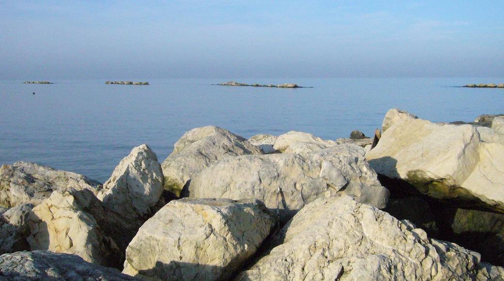 """Foto """"Strand von Francavilla al Mare"""" von maury3001 (CC BY)/zugeschnittenes Original"""