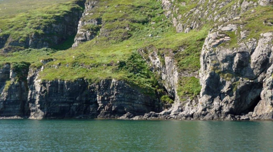 """Photo """"Isle of Rum"""" by John Allan (CC BY-SA) / Cropped from original"""