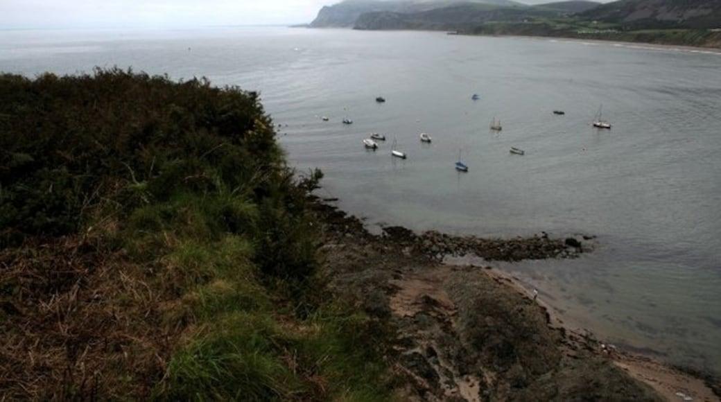 """Foto """"Strand von Nefyn"""" von Neville Goodman (CC BY-SA)/zugeschnittenes Original"""