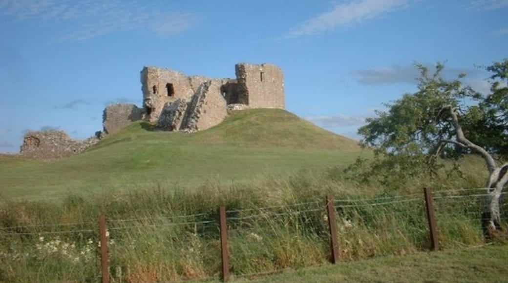 """Photo """"Duffus Castle"""" by Darren Haddock (CC BY-SA) / Cropped from original"""