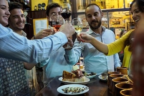 Evening traditional tapas walking tour in old Zaragoza centre
