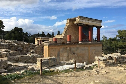 Knossos Palace Exclusive Tour (small group)