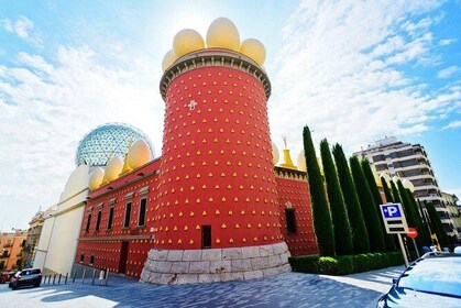 Private Dalí Museum and Tour from Barcelona