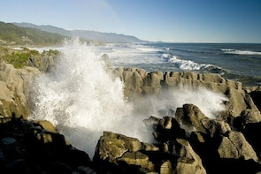Punakaiki Blow Holes & Pancake Rocks Scenic Tour