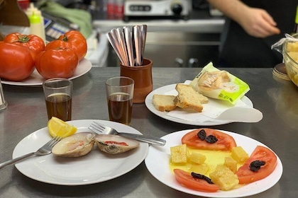 Secrets of Almeria - Tapas, Drinks and Informational Tour