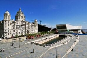 Private Walking Tour: Liverpool Waterfront & Royal Albert Dock