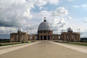 Yamoussoukro - Largest Cathedral in the World (Francais or English)