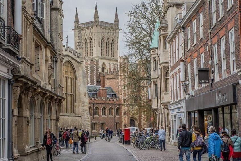 Distanced   Cambridge University College Walking Tour Led By University Alumni