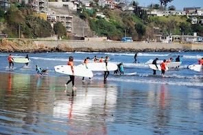 SURFING BEGINNER CLASS AND LUNCH IN CONCON BEACH