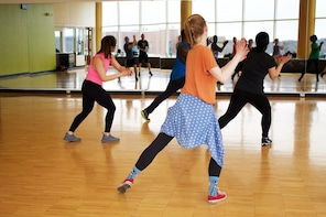 Swinging workout with a Zumba class at Bodyconditioning