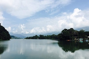 Pokhara: Sightseeing tour (Unguided) in Sharing Bus