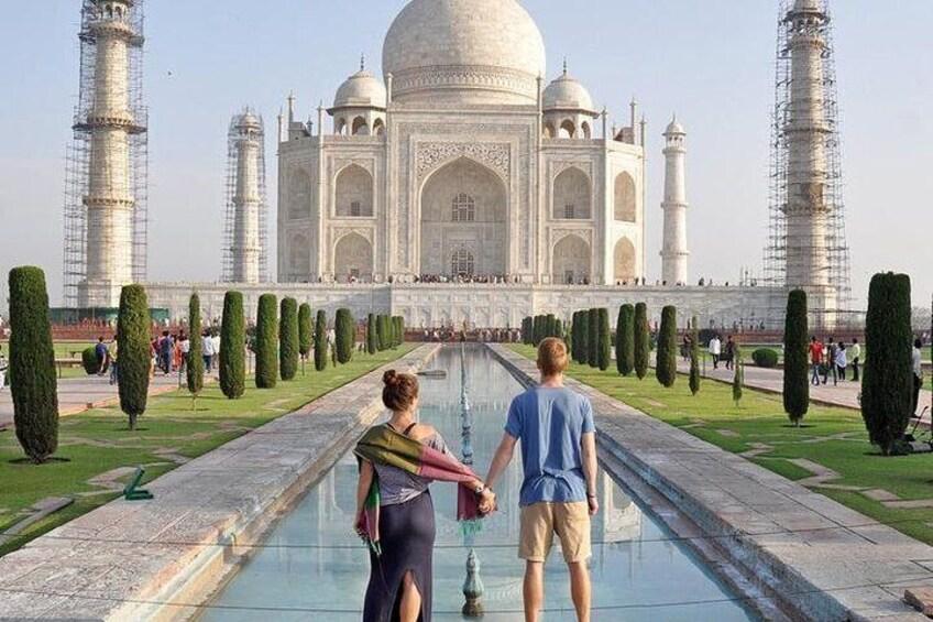 Romantic Taj Mahal Day Tour from Mumbai by Air
