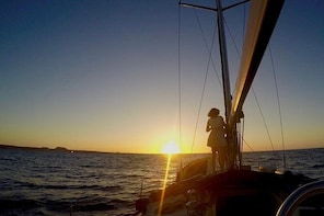 Dinner Onboard and Sunset Sailing Private Tour (6p max)
