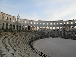 Private Sightseeing Tour of Pula with Free Entrance to all Sights