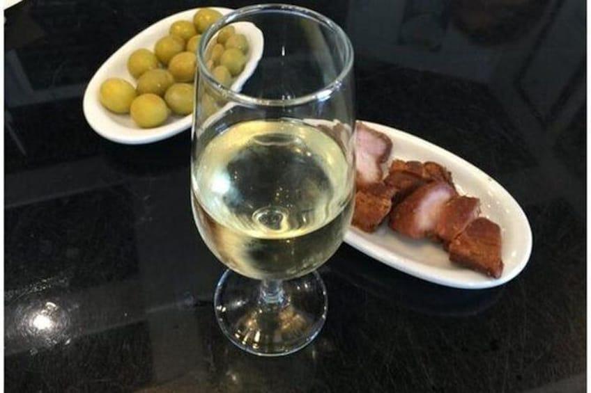Show item 4 of 7. Jerez wine