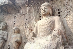 Private day tour to Longmen grottoes and White house temple start in Zhengz...