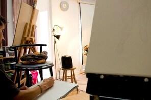 Life model drawing in an art studio