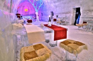 Ice Hotel at Balea Lake, day tour with transfer included