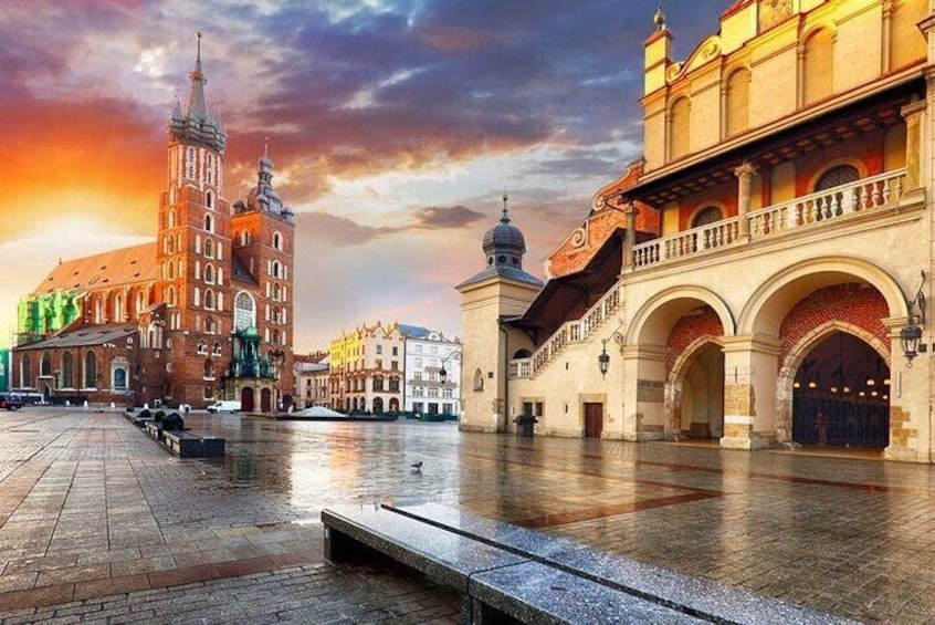 Krakow and Auschwitz Small Group Tour from Warsaw with Lunch