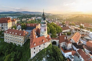 Private Sightseeing transfer from Zell am See to Prague via Cesky Krumlov