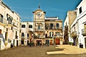Cisternino 2-hour private tour: a proper authentic Italian Puglian village