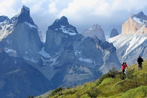 Private Tour: Torres del Paine National Park and Milodon Cave with Lunch