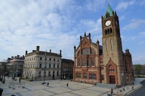 Derry Walls Authentic Private Walking Tour
