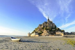 Day trip with local driver to Mt Saint-Michel Cancale and Saint-Malo from R...
