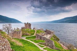 Highlander Loch Ness and Culloden Battlefield 8 Seater Tour from Inverness